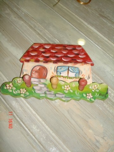 "Hand-painted wooden hanger ""house""."