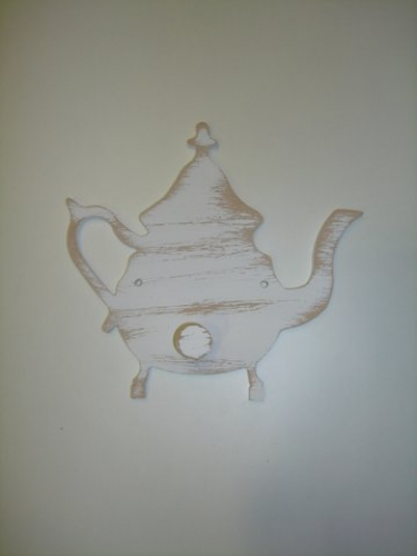 "Hand-painted wooden hanger ""teapot""."